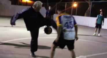 Video: El abuelo futbolista
