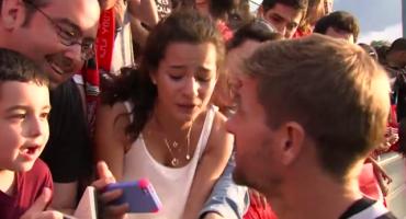 Video: Steven Gerrard volvió loca a una fanática del Liverpool