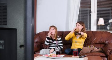 Anuncios de refrescos, dulces y frituras, fuera de horario infantil en TV