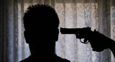 Quiso tomarse una selfie posando con arma... se disparó por error