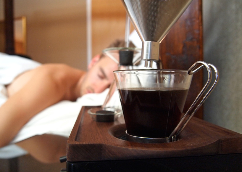 ¡Necesitas tener el primer despertador-cafetera!