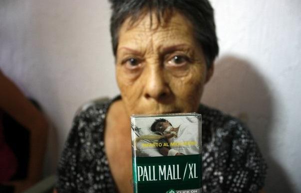 Denuncia mujer a tabacaleras: usaron foto suya sin permiso