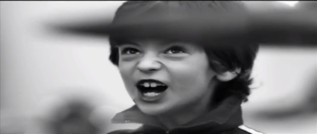 Los niños roquean con Yokozuna en el video de