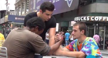 Video: La conmovedora solidaridad de un hombre en situación de calle