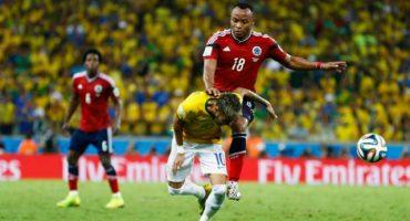 Y ahora, ponen en subasta la camiseta de Zúñiga (cuando lesionó a Neymar)