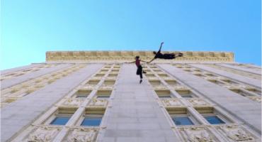 Un hermoso baile en... ¡¿la pared de un edificio?!
