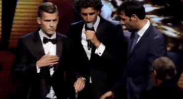 Jugador se desmaya al recibir un premio en la Eredivisie