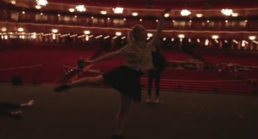 Elle Fanning y Spike Jonze graban video sorpresa para Karen O