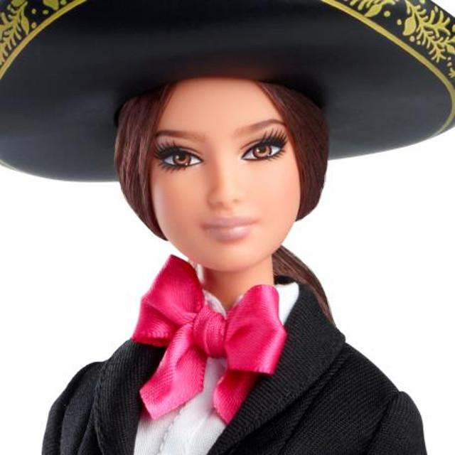 Con ustedes... la Barbie Mariachi
