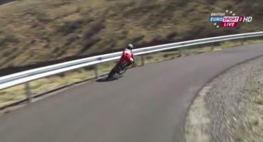 Mega OUCH!!! La caída de un ciclista en la Vuelta a España