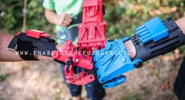 Inventan prótesis de Superhéroes para los niños