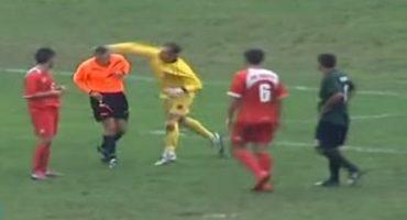 Video: Portero golpeó a árbitro por una polémica decisión en la cancha