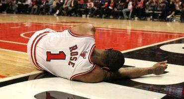 Derrick Rose volvió a lesionarse... ahora ambos tobillos