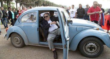Ofrecen 1 millón de dólares por vochito de José Mujica