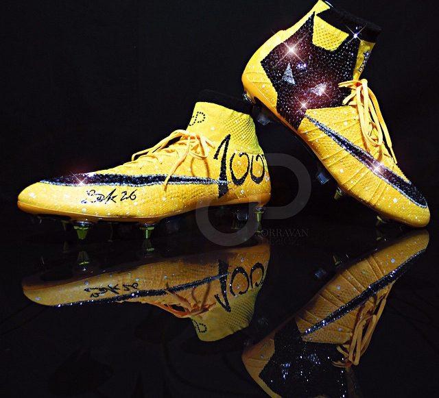 6a0a8c49 Los zapatos de futbol más llamativos del mundo