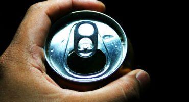 Siempre sí es muy peligroso tomar de una lata
