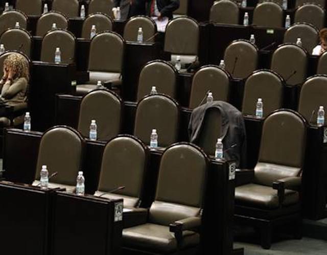 22% de los diputados dejan cámara para irse de