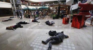 Arman flashmob por Ayotzinapa en centro comercial