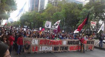 Padres de normalistas piden boicotear elecciones del 2015