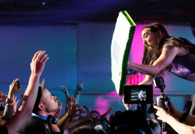 Steve Aoki ya no dará pastelazos en festivales masivos