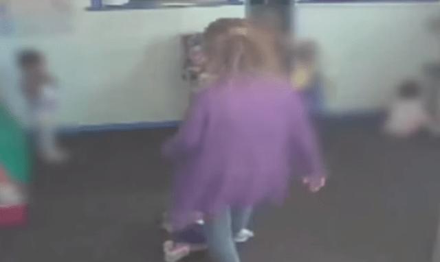 Niñera es detenida en Florida tras patear a bebé