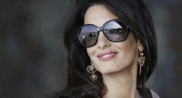Así reaccionó Anne Hathaway cuando la compararon con Amal Clooney