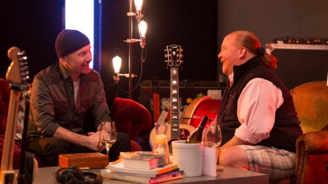 Flea, Patti Smith y The Edge en la cocina con Mario Batali