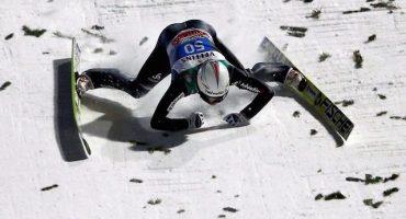 Impactante caída de un esquiador a 136 metros de altura