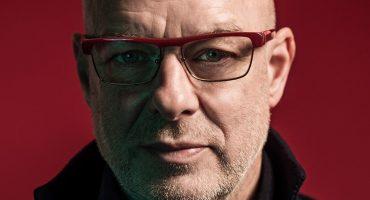 La incursión de Brian Eno en la fotografía y pintura