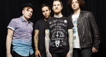 Pasa y escucha el cover de Fall Out Boy a