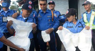 Policía de tránsito filipina usará pañal por visita del Papa
