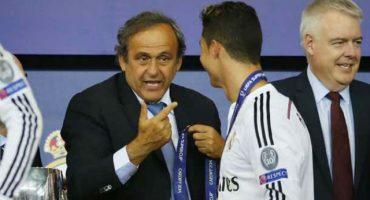 Agarran a balonazos la casa de Michel Platini en apoyo a Cristiano Ronaldo