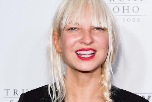 Shia LaBeouf y Maddie Ziegler protagonizan el nuevo video de Sia: