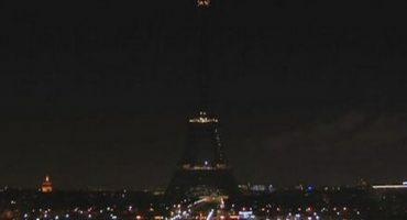 Apagan luces de la Torre Eiffel por atentado #CharlieHebdo