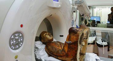 Momia de mil años aparece dentro de una estatua de Buda