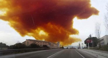 España: Gran nube tóxica tras explosión en empresa química