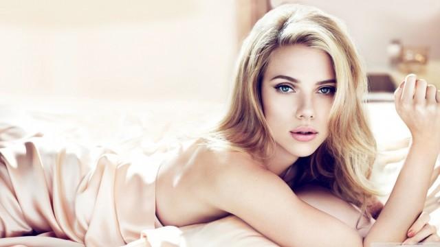 Scarlett Johansson y Este Haim en la banda más sexy del mundo ¡Sí, por favor!