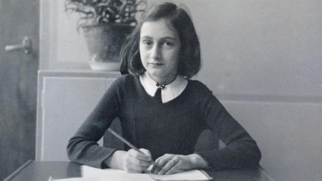 Este documental narra los días de Ana Frank en los campos de concentración
