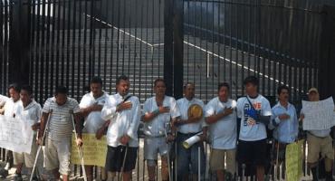 """Protestan inmigrantes que fueron mutilados por """"La Bestia"""""""