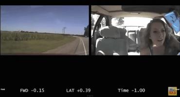 Video: Así se distraen los chavos cuando manejan