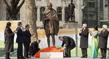 Colocan estatua de Gandhi en Londres
