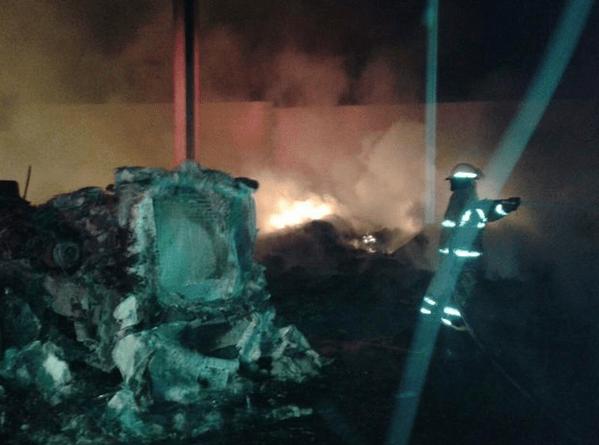 Mueren 3 personas en explosión de pipa en Nuevo León