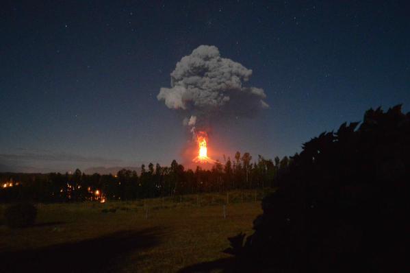 Chile: Volcán Villarrica hace erupción, alerta roja