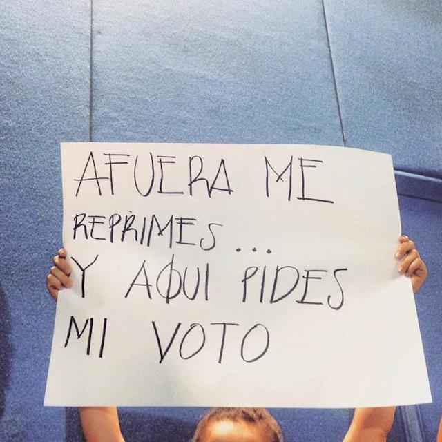 Estudiantes confrontan a candidatos del PRI en el ITESO