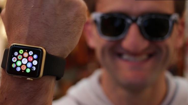 Pinta de dorado su Apple Watch, para que crean que costó más caro