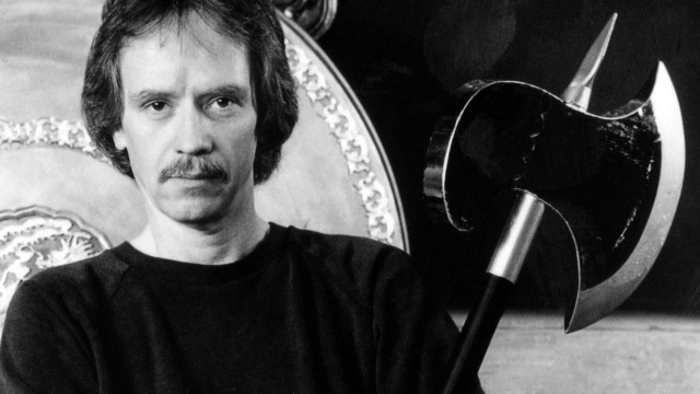 John Carpenter nos conduce por un camino virtual en el video de