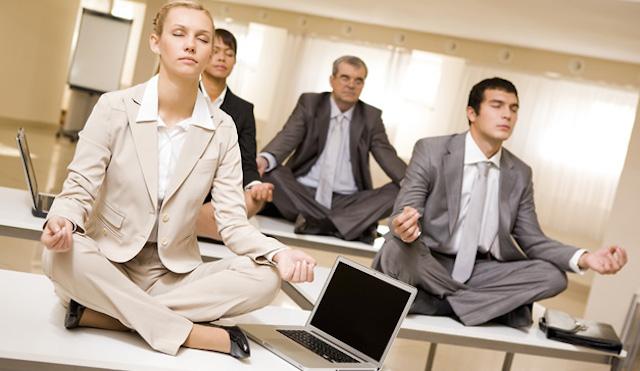 Monreal propone 'descanso digital': Ya no podrá molestarte tu jefe en horarios no laborales