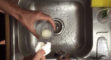 Por fin una manera de quitar la cáscara a un huevo hervido fácilmente