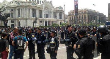 Granaderos golpean a empleados del INBA en Bellas Artes