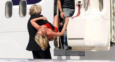 A Kate Moss se le pasaron las copitas y tuvieron que bajarla del avión
